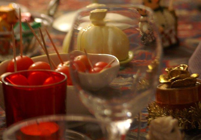Mesa adornada en Navidad