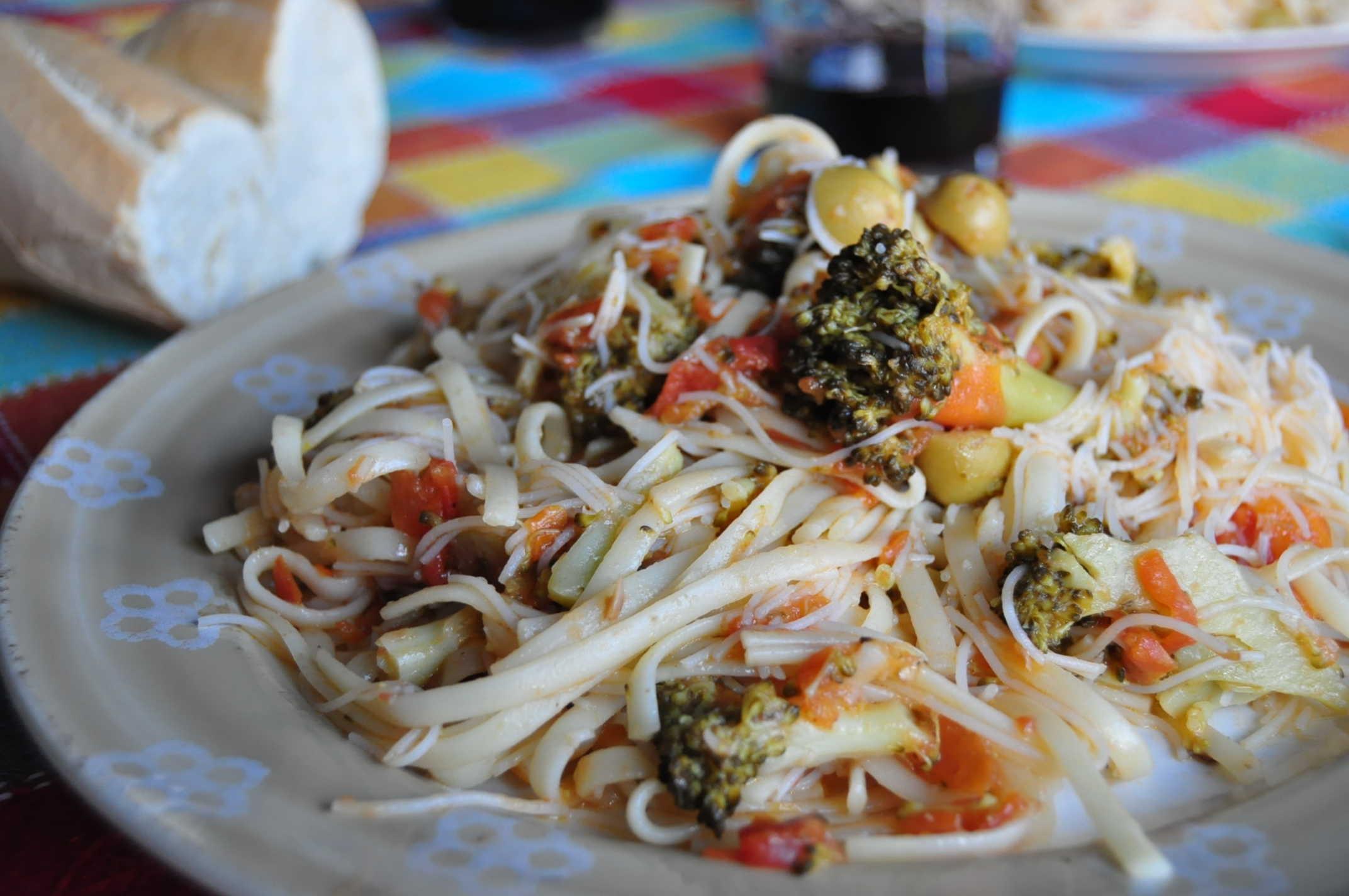 Receta: tallarines con brócoli y tomate