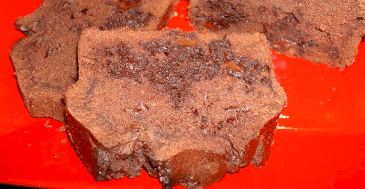 Bizcocho de chocolate con pepitas de chocolate