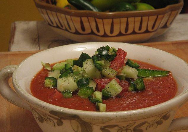 Gazpacho tradicional con tomate y pepino