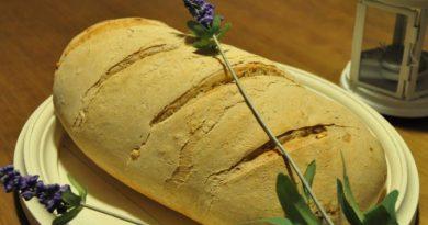Pan casero recién cocinado con masa madre