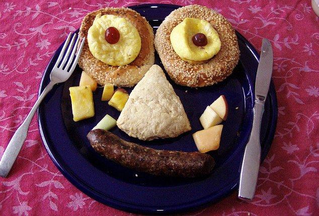 Plato de comida con forma de cara