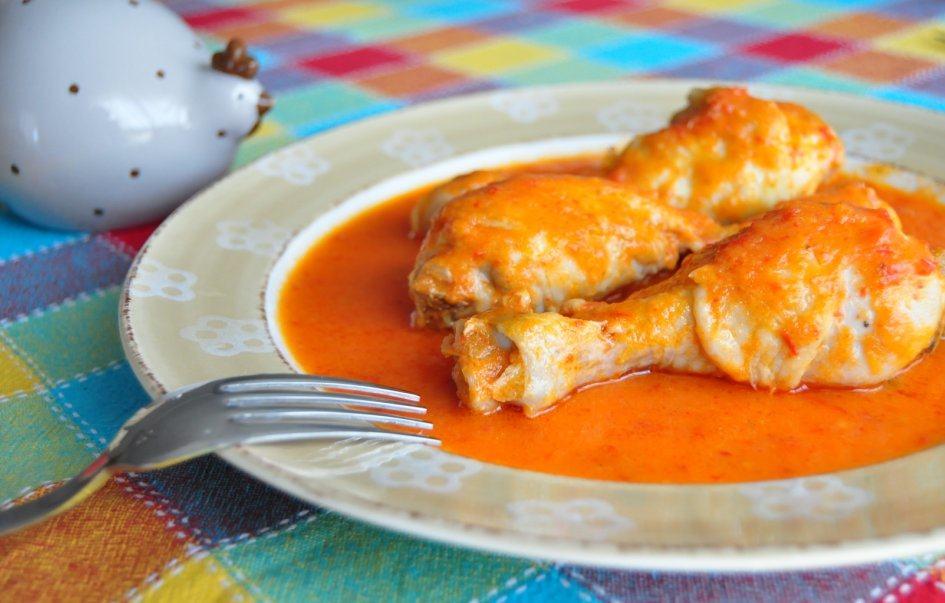 Jamoncitos de pollo con salsa de pimientos