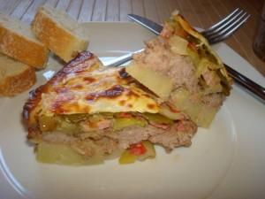 Pastel de carne, patatas y verduras