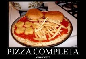 Humor gráfico en la cocina: pizza completa