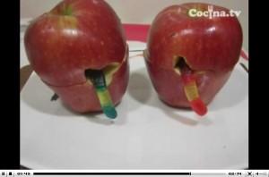 Receta para Halloween: manzanas podridas con gusanos