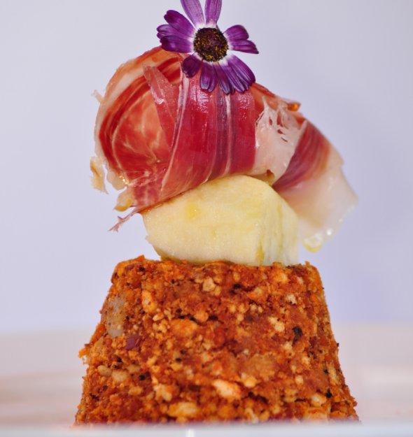 Migas extremeñas con jamón y melón, de Javier García