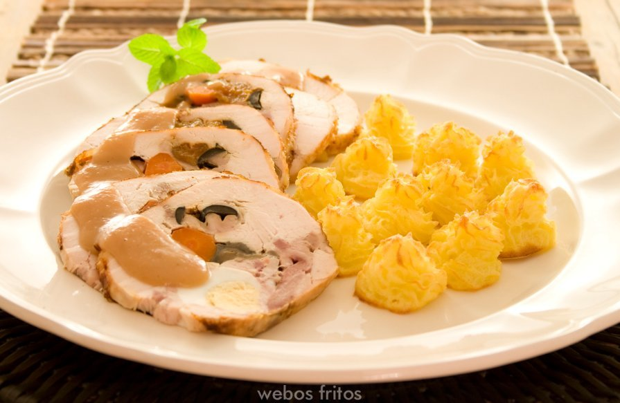 Receta de pollo relleno para Navidad, de Webos Fritos