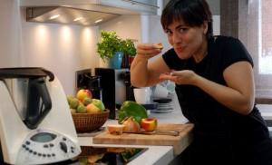 Rosa Ardá (VelocidadCuchara) en su cocina