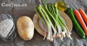 """Ingredientes de la receta de """"arroz con ajetes y patatas"""""""