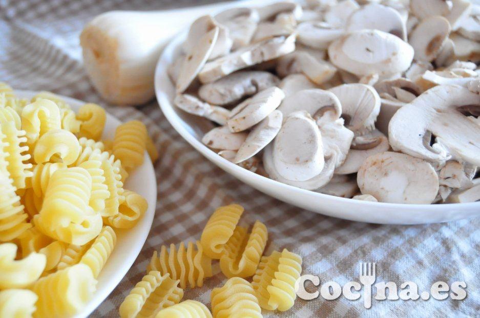 Radiatori y champiñones, ingredientes principales de la receta