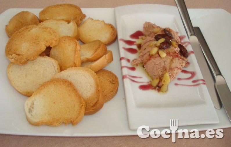 Paté de frutos secos con vinagre de frambuesa
