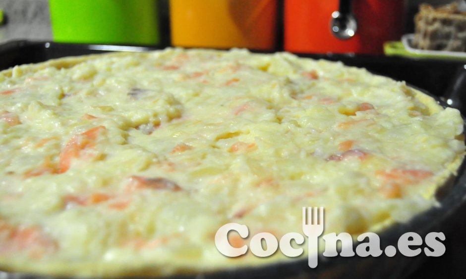 La quiche de patatas con salmón, antes de entrar en el horno