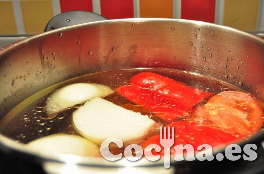 Cocción en olla rápida del caldo de pollo para sopa