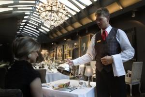 restoran-client-waiter