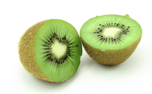 Kiwi cortado a la mitad