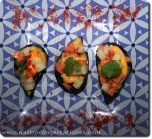 Mejillones en falsa concha comestible con piriñaca