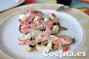 Gratinado de berenjenas con toro de mar y jamon cocido emplatado