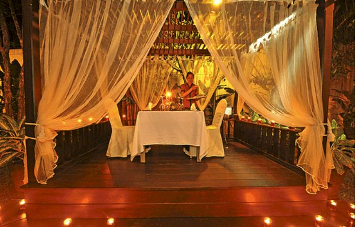 Cena romantica en un entorno idílico.