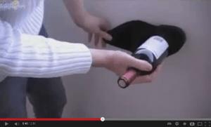 Cómo abrir una botella de vino con un zapato