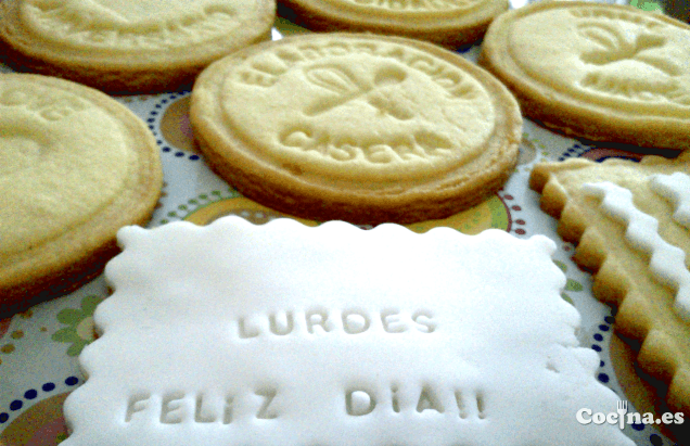 Galletas de mantequilla decoradas.