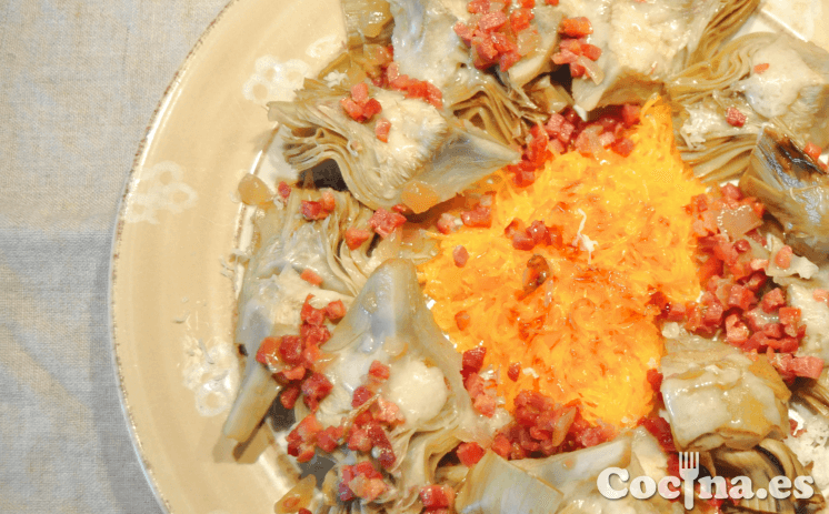 Alcachofas con jamón y queso