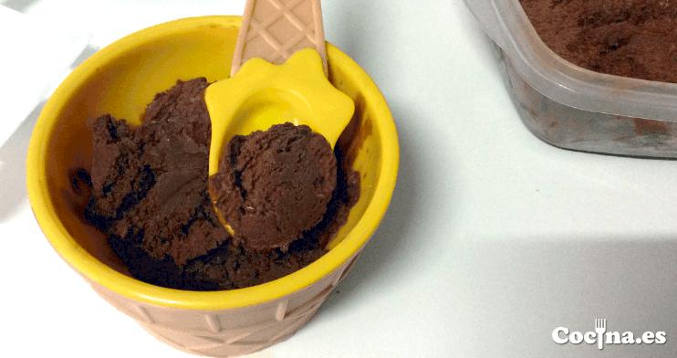 Helado de chocolate casero hecho en heladera
