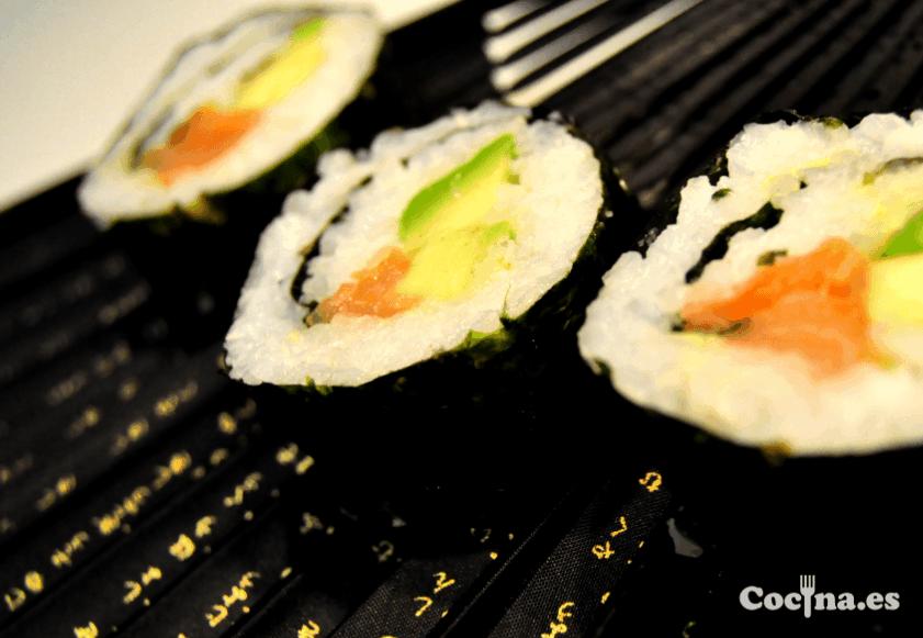 Maki sushi de salmón