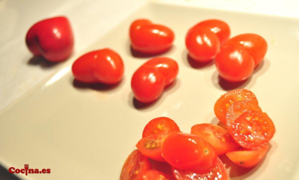 Cómo hacer corazones con tomates cherry