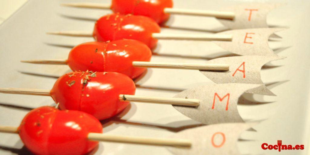 Corazones con tomate cherry