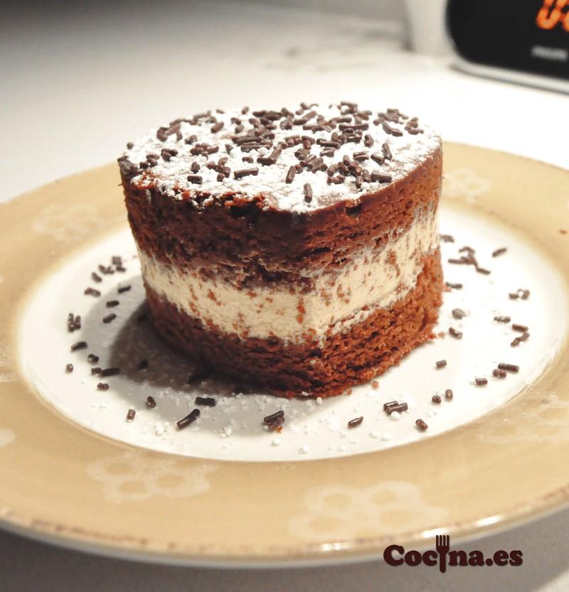 Bizcocho de chocolate relleno de crema