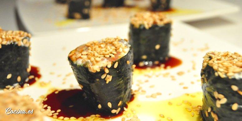 Rollitos de salmón y queso con alga nori