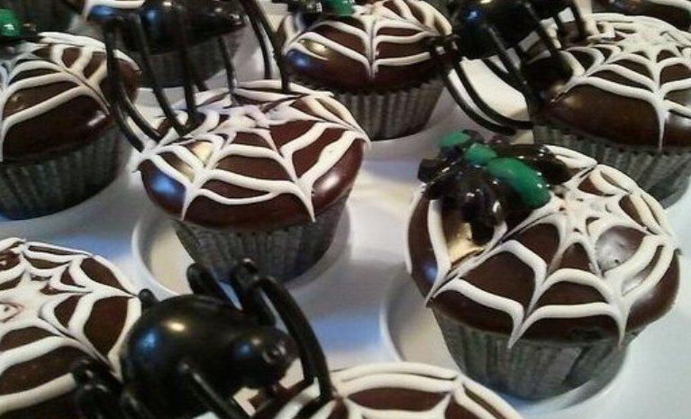 Cupcakes para Halloween de tela de araña
