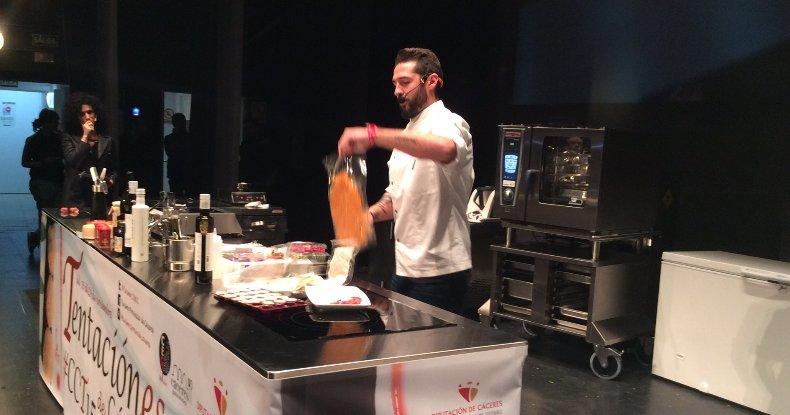 Javier García Peña, cocina en vivo en Tentación-es de Cáceres 2015.