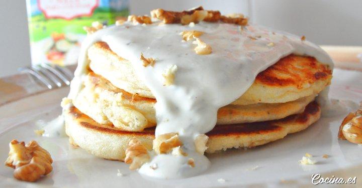 Pancakes con salsa de queso