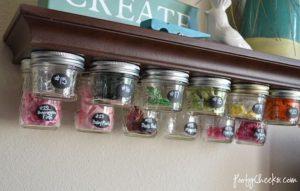 Especiero con frascos de vidrio reciclados