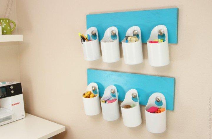 organizador con botes de plástico