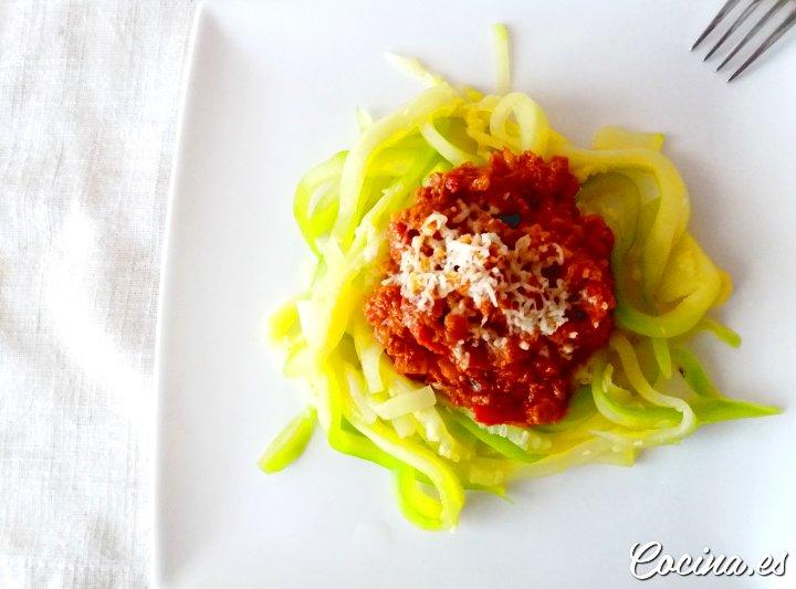 Espaguetis Veganos de Calabacín con Boloñesa Vegetal