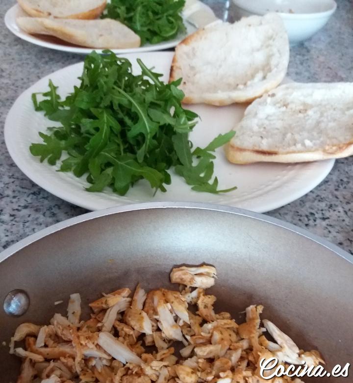 Cómo hacer un Bocadillo de Pollo Desmenuzado Delicioso