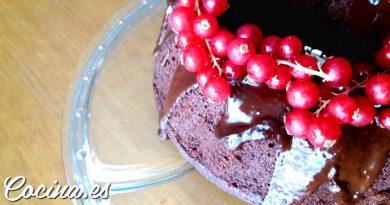 Bizcocho de chocolate esponjoso y húmedo