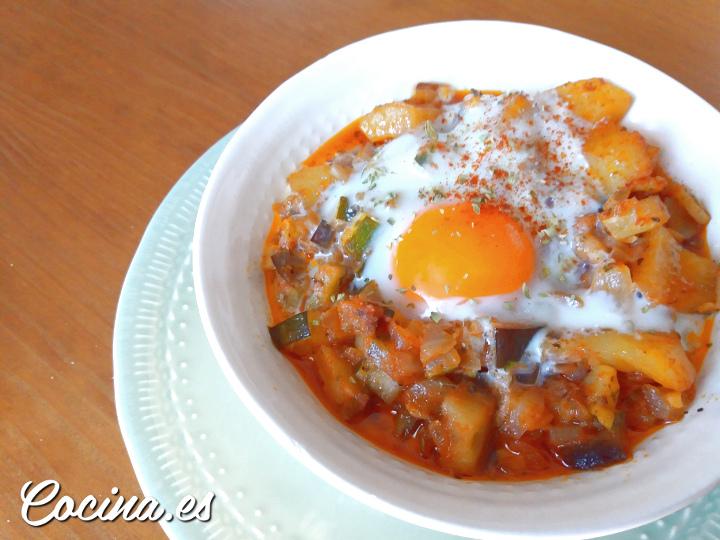Pisto Andaluz con Patatas y Huevo - Pisto Sevillano