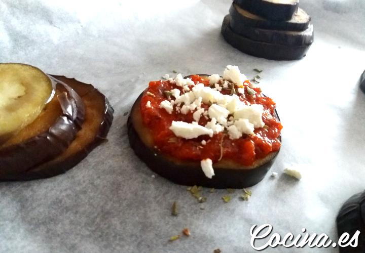 Cómo hacer berenjenas al horno con tomate frito y queso